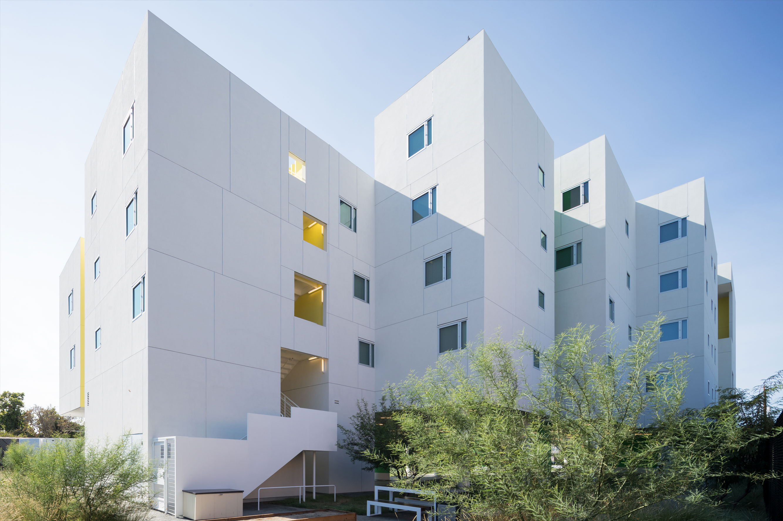 Crest Apartments Michael Maltzan Architecture - Two-storey-single-family-residence-by-baan-design